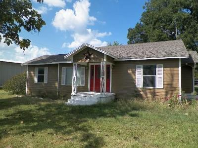 Edgewood Single Family Home For Sale: 703 E Pine (Hwy 80)