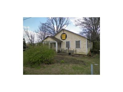 Edgewood Single Family Home For Sale: 708 E Pine (Hwy 80)