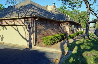 Hurst Townhouse For Sale: 1204 Woodland Park Drive