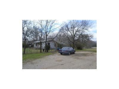 Denton Single Family Home For Sale: 305 Mockingbird Lane