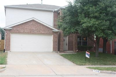 Saginaw Single Family Home For Sale: 1305 Gold Dust Lane