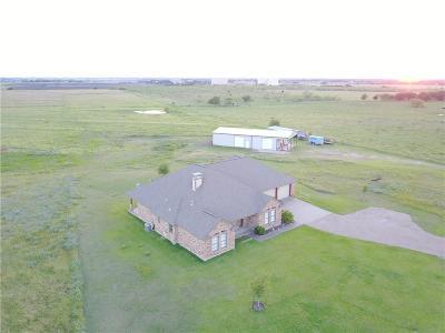 Ennis Single Family Home For Sale: 924 Lone Oak Road