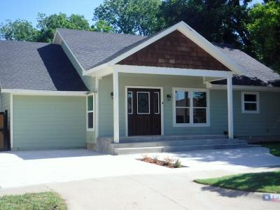 Fort Worth Single Family Home For Sale: 1210 W Richmond Avenue
