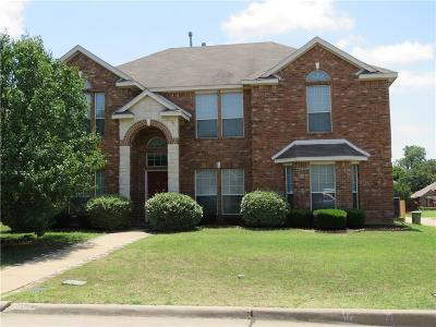 Tarrant County Single Family Home For Sale: 1505 Chateau Lane