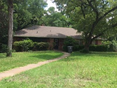 Dallas Single Family Home Active Contingent: 2524 Aaron Circle