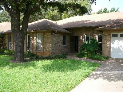 Euless Single Family Home For Sale: 1211 Oak Timber Drive