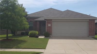 Fort Worth Single Family Home For Sale: 7636 Rainbow Creek Drive