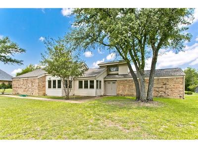 Sachse Single Family Home For Sale: 1105 Meadow Lane