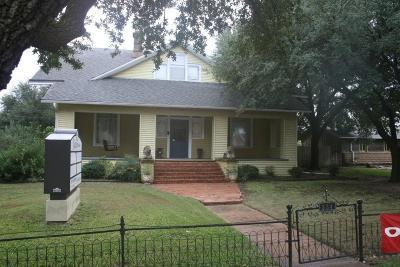 Jacksboro Single Family Home For Sale: 334 N Main