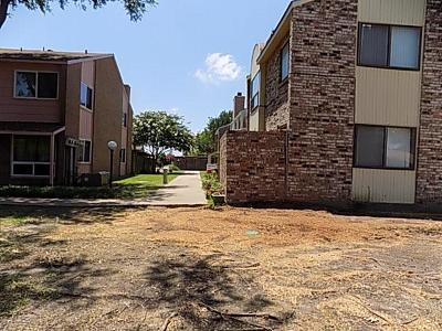 Garland Townhouse Active Option Contract: 3104 Roundtree