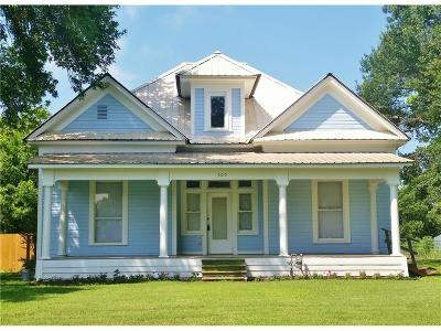 Blooming Grove Single Family Home For Sale: 505 N Fordyce