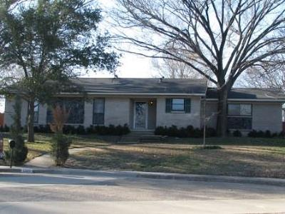 Plano Single Family Home Active Option Contract: 1900 Greenbriar Court