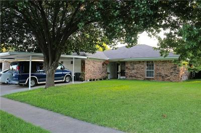 Saginaw Single Family Home For Sale: 1213 Dennis Drive