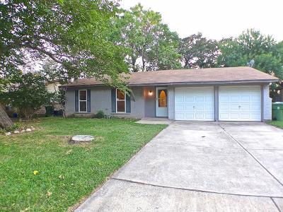 Mansfield Single Family Home For Sale: 805 Meadowlark Drive