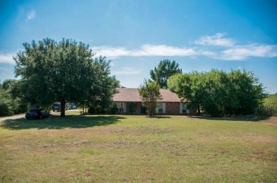 Tarrant County Single Family Home For Sale: 2860 Ragland Road