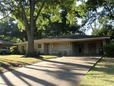 Corsicana Single Family Home Active Contingent: 1202 Oaklawn Drive