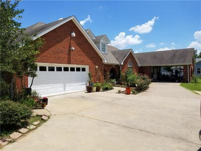 Cleburne Single Family Home For Sale: 2412 Chickering Road
