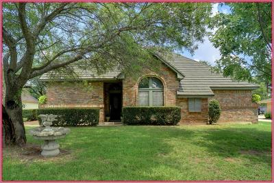 Grapevine Single Family Home For Sale: 2126 Westwood Terrace