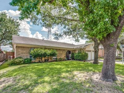 Hurst Single Family Home For Sale: 417 Mountainview Drive