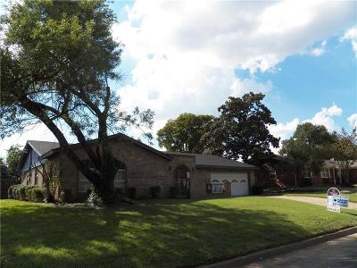 Hurst Single Family Home For Sale: 217 Cooper Drive
