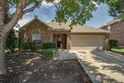 Fort Worth Single Family Home For Sale: 1913 Stonehill Drive