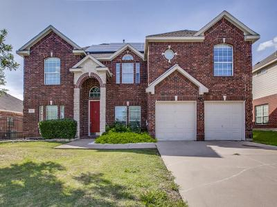Mansfield Single Family Home For Sale: 611 Dover Heights Trail