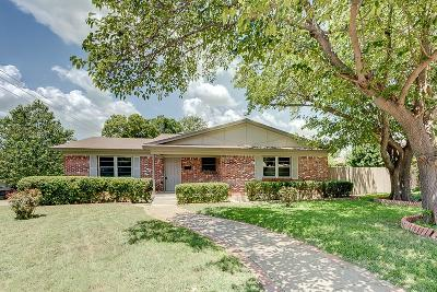 Dallas Single Family Home For Sale: 8005 Woodhue Road