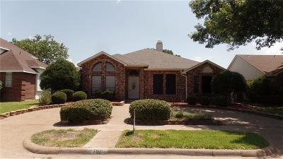Garland Single Family Home For Sale: 7021 Lo Chalmers Lane