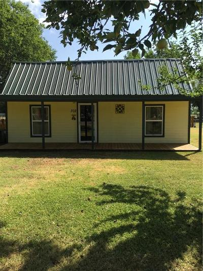 Rio Vista Single Family Home For Sale: 302 N Cleburne Whitney Road