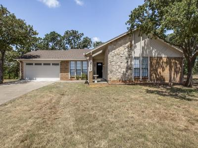 Mansfield Single Family Home Active Option Contract: 211 Willow Creek Court
