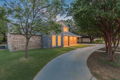 Grand Prairie Single Family Home For Sale: 2425 Greenwood Drive