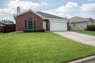 Single Family Home For Sale: 7105 Park Creek Circle E