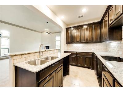 Denton Single Family Home For Sale: 9412 Meadowpark Drive