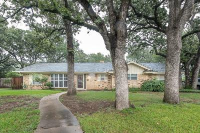 Hurst Single Family Home Active Option Contract: 312 Glenn