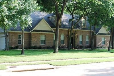 Ennis Single Family Home For Sale: 1308 Oak Creek Drive
