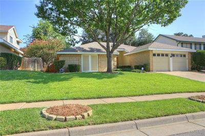 Euless Single Family Home For Sale: 209 Country Lane