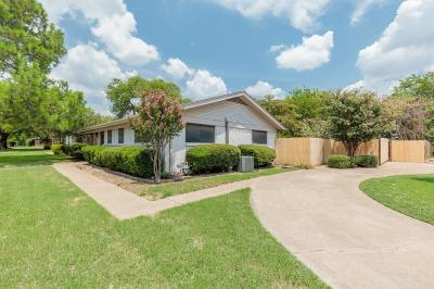 Bedford Single Family Home For Sale: 812 Glenda Drive