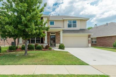 Fort Worth Single Family Home For Sale: 15612 Landing Creek Lane