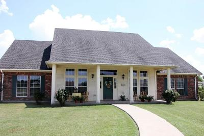 Single Family Home For Sale: 233 Derby Drive