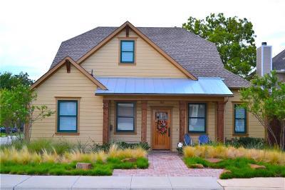 Grapevine Single Family Home For Sale: 705 E Texas Street