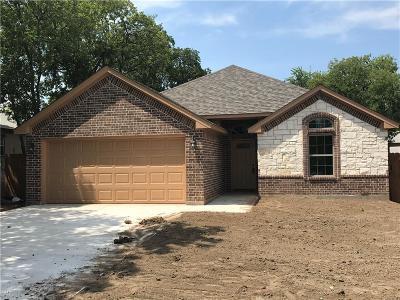 Tarrant County Single Family Home For Sale: 2411 Irion Avenue