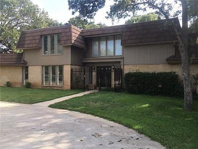 Tarrant County Single Family Home For Sale: 2220 Franklin Court