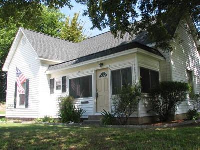 Springtown Single Family Home For Sale: 401 Summer Tree Lane