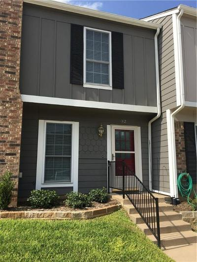 Euless Townhouse Active Option Contract: 32 Abbey Road