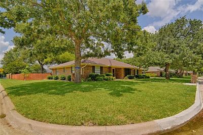 Tarrant County Single Family Home For Sale: 1407 Clover Hill Road