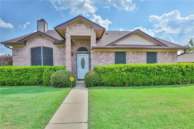 Waxahachie Single Family Home Active Option Contract: 305 Big Bend Boulevard