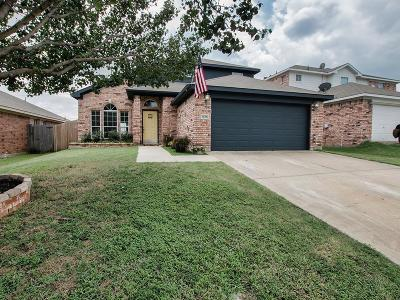 Euless Single Family Home For Sale: 1105 Deedee Creek Drive