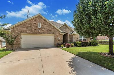 Bedford, Euless, Hurst Single Family Home Active Option Contract: 944 Park Forest Drive