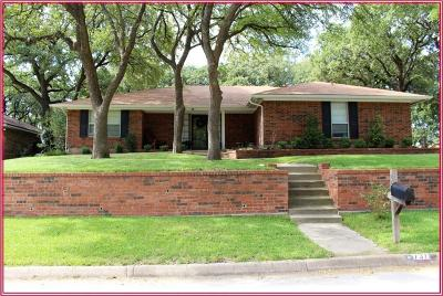 Bedford, Euless, Hurst Single Family Home For Sale: 737 Highland Crest Drive