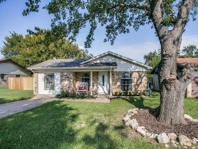 White Settlement Single Family Home For Sale: 520 Hallvale Drive